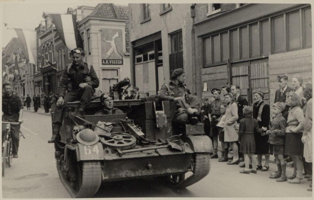 Foto bevrijdingsintocht Amersfoort 8 mei 1945
